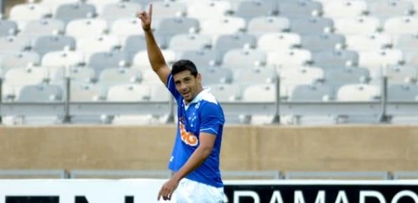 Liderados por Gaúcho e D. Souza, rivais mineiros ousam ao celebrar gols