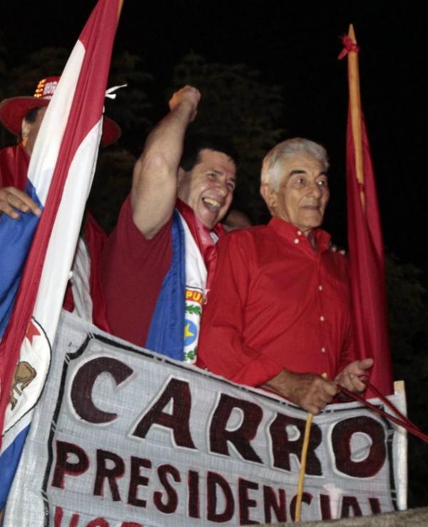 Candidato à presidência do Paraguai usa veículo puxado por bichos como ?carro presidencial?