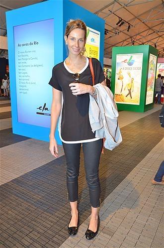 Famosos capricham na roupa para assistir ao Fashion Rio