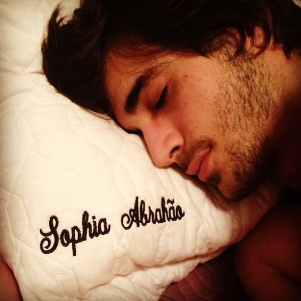 Após despistar sobre namoro, Sophia Abrahão  posta foto com Fiuk