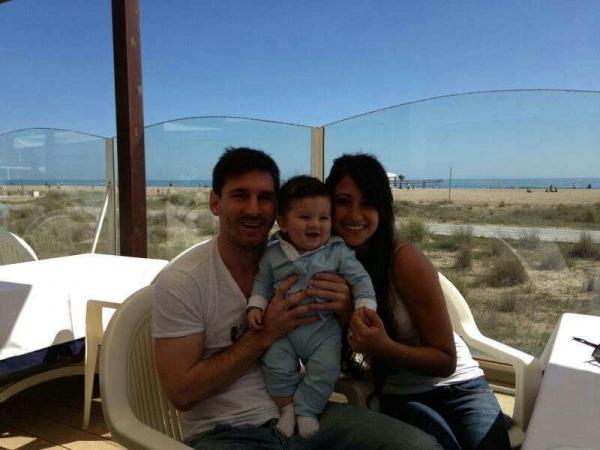Messi, craque do Barça, divulga na internet primeira foto com filho Thiago
