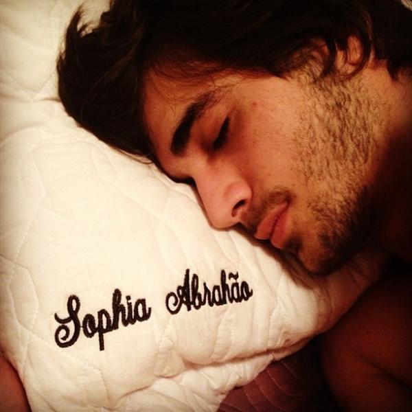 Sophia Abraão posta foto de beijo em Fiuk e cantor confirma: