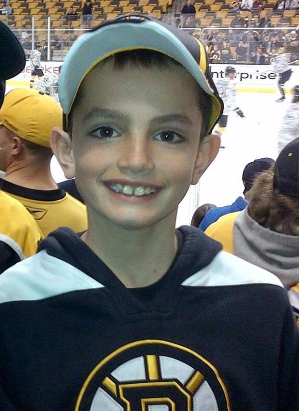 Em memória a menino morto, relógio de rua em Boston