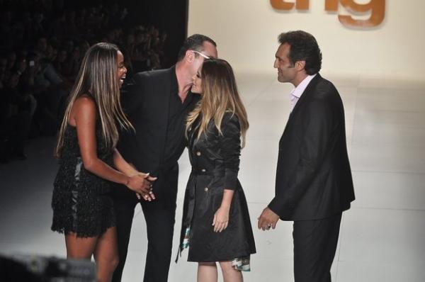 Em participação polêmica no Fashion Rio, Cleo Pires se atrasa e evita ator