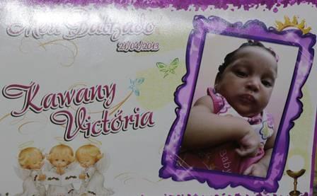 Bebê de três meses morta por carro é enterrada e  mãe se sente culpada
