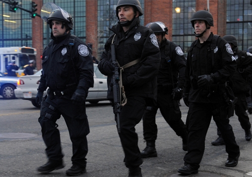 Com megaoperação, polícia caça suspeito nº 2 de ataque em Boston