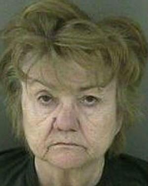 Idosa de 64 anos é presa ao ligar para a polícia por se sentir