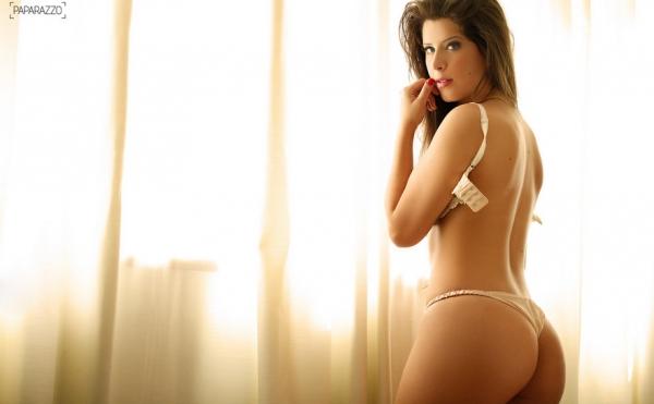 Paparazzo clica Andressa, e ex-BBB diz que gosta de variar posição na hora
