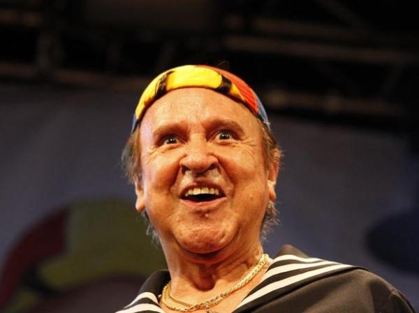 Villagrán chora ao aposentar Kiko, do