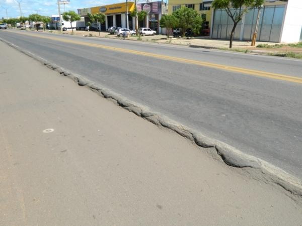 Caminhões com excesso de peso causam danos nas rodovias