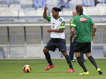 Prestigiado, Ronaldinho Gaúcho se impõe como líder da nova