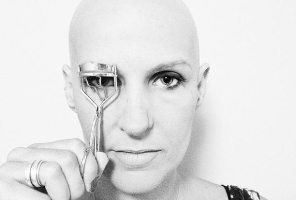 Ex-modelo cria projeto com dicas de beleza para mulheres com câncer