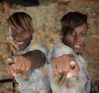 Cantoras Pepê e Neném ganham R$ 20 mil em doação e evitam despejo