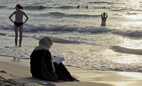 Emirados Árabes pretende proíbir biquínis e sungas em praias públicas