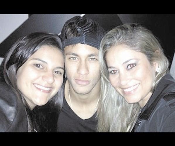 Sem Bruna Marquezine, Neymar curte festinha privada até 5h