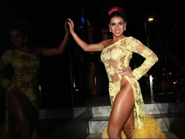 Thais Bianca dispensa calcinha em lançamento de ensaio nu