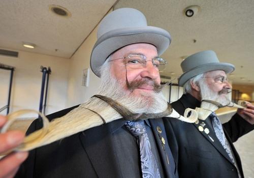 Campeonato de barba e bigode reúne modelitos criativos na Alemanha