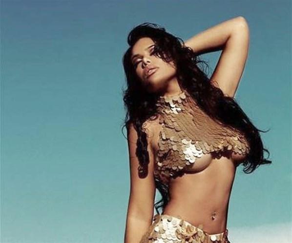 Ex-affair de Neymar posa de sereia e provoca o atleta com fotos sensuais