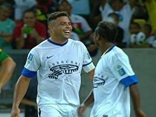 Ronaldo faz golaço, supera Bebeto e brilha na abertura do Maracanã