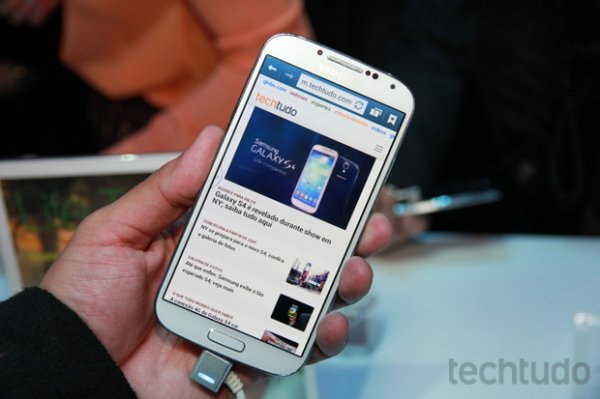 Galaxy S4 tem tela superior ao do S3, mas não bate qualidade do iPhone 5