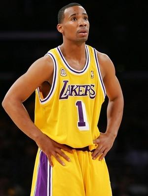 Ex-jogador da NBA indiciado sob acusação de assassinato