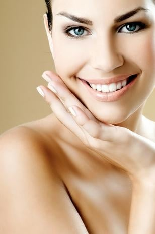 Saiba como combater os primeiros sinais de envelhecimento no seu rosto