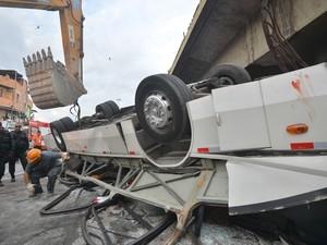 Testemunhas relatam briga de passageiro com motorista em acidente que deixou 7 mortos