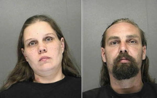 Casal é preso após deixar filho do lado de fora de bar durante bebedeira