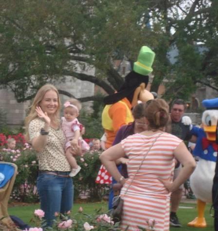 Sem Huck, Angélica leva pequena Eva para primeiro passeio na Disney; fotos