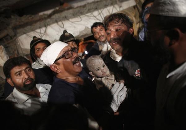Chega a 38 o número de mortos em desabamento de prédio na Índia