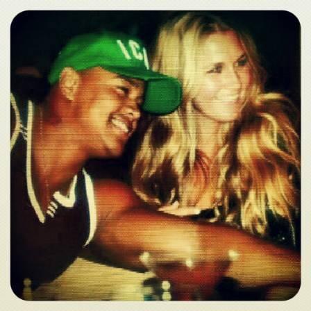 Léo Santana está namorando americana que conheceu durante férias nos EUA