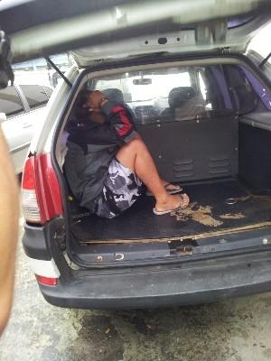 Menina de 15 anos suspeita de matar turista é detida após 3 meses fugindo