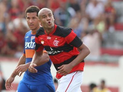 Alex Silva pede dispensa e é liberado para viajar a São Paulo