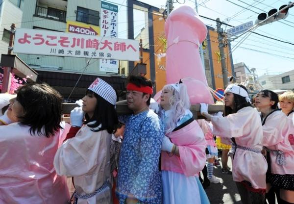 Japoneses celebram festival de culto ao pênis