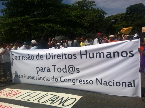 Protesto contra discriminação reúne 1,5 mil em Copacabana