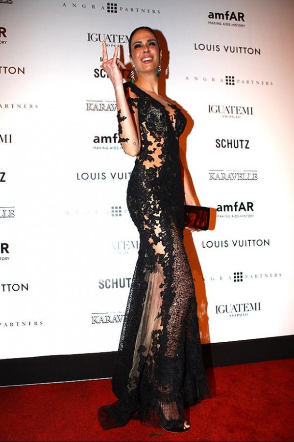 Sabrina Sato é eleita a mais bem-vestida do amFAR