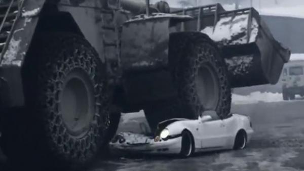 Empresa de seguros exibe Mercedes destruída após vídeo criar polêmica