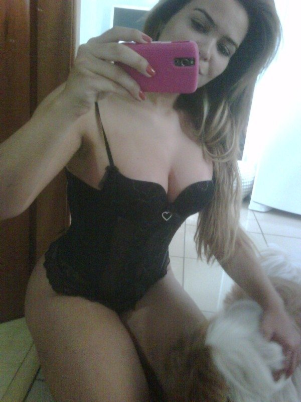 Geisy Arruda posta foto de lingerie em rede social