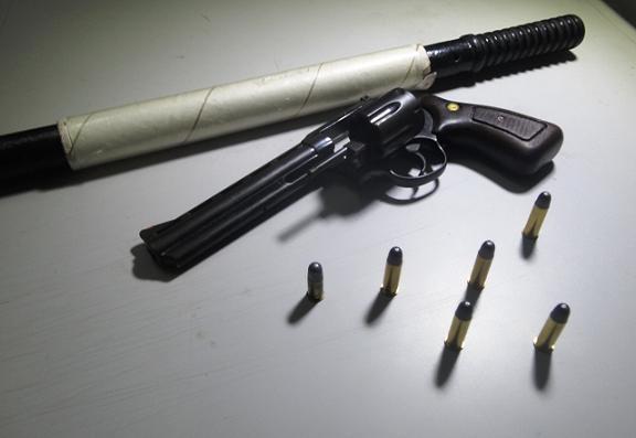 Policia prende dupla com arma e carro roubado na BR 343