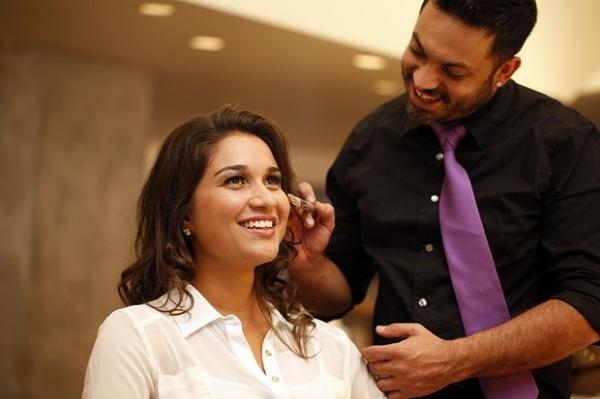 Veja como fazer uma maquiagem natural, tendência entre famosas