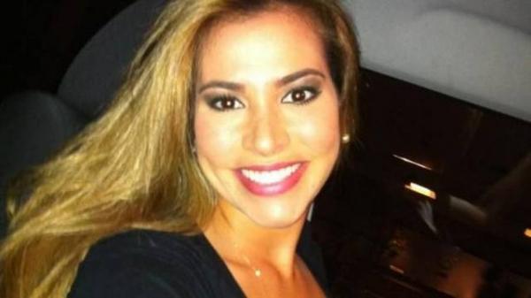 Com sorriso de dar inveja, ex-BBB Adriana dá dicas para ter dentes branquinhos