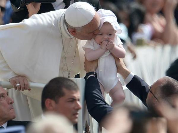 Papa critica lucro egoísta e pede criação de empregos em audiência