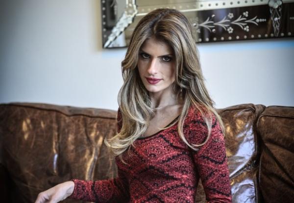 Carol Magalhães rebate polêmica sobre magreza: ?Não é meu padrão ser bombada?