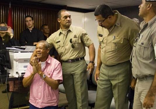 Descartar suicídio não é suficiente, diz promotor do júri da morte de PC
