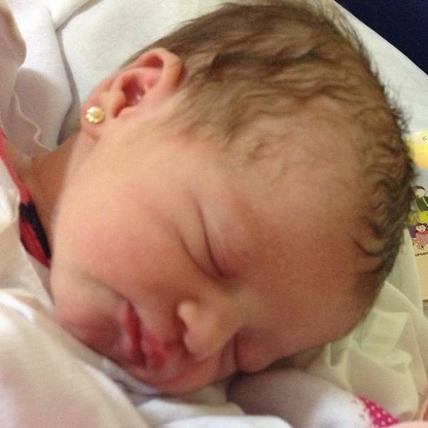 Nasce filha de Dhomini: