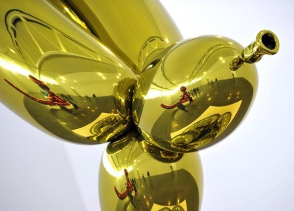 Artista americano cria obras gigantes em forma de esculturas em balões