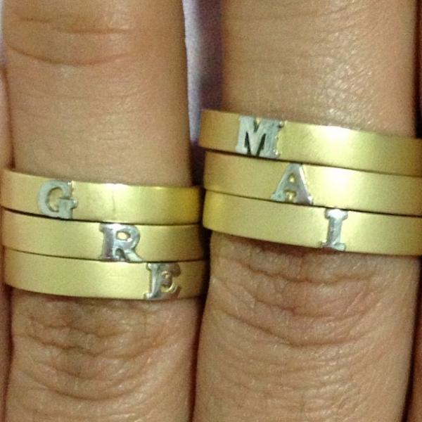 Mayra Cardi mostra suas alianças de noivado: