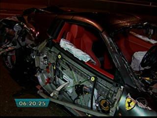 Acidente destrói Ferrari avaliada em mais de R$ 1,5 milhão; casal saiu ileso de carro após colisão