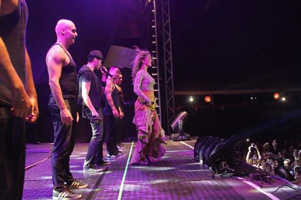 Claudia Leitte deixa público Largadinho; Kalor Produções leva megaestrutura para show em THE