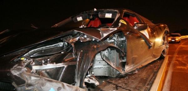 Ferrari destruída em acidente tinha só 20 dias de uso; avaliada em R$ 2 mi